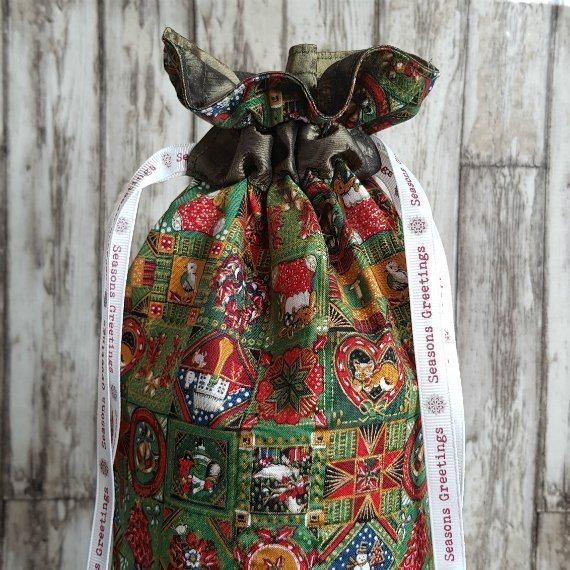 Traditional Christmas Print Eco-Friendly Fully Lined Reusable Christmas Gift Bag Kind Shop 3