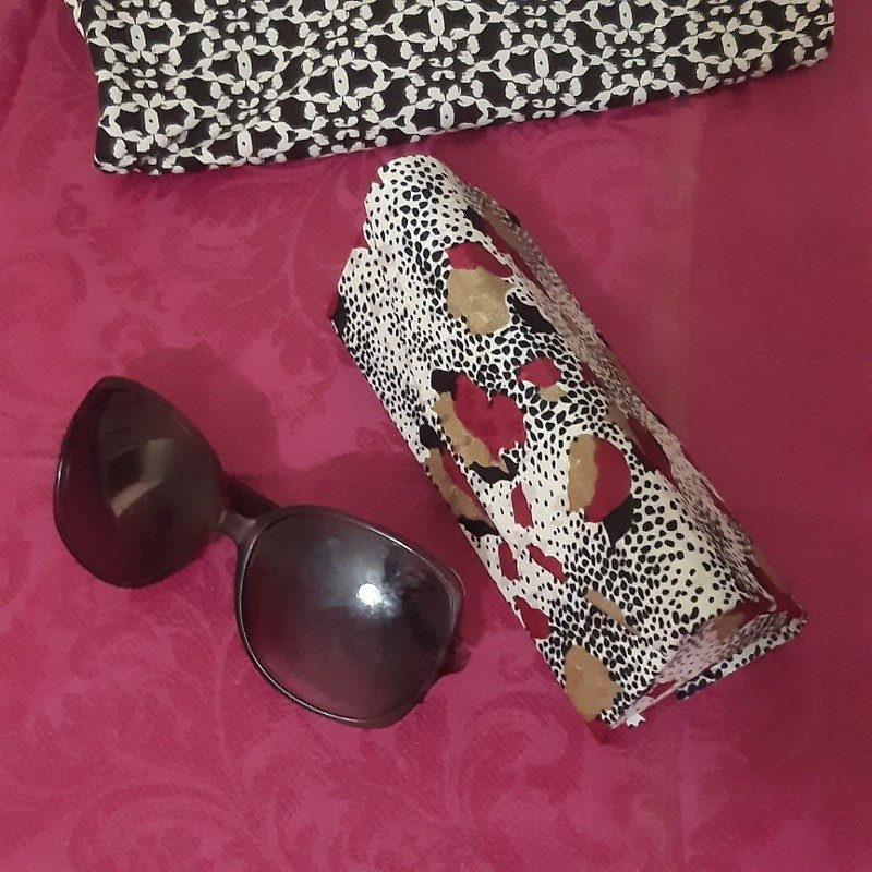 Pink & white silk zero waste glasses case Kind Shop 7