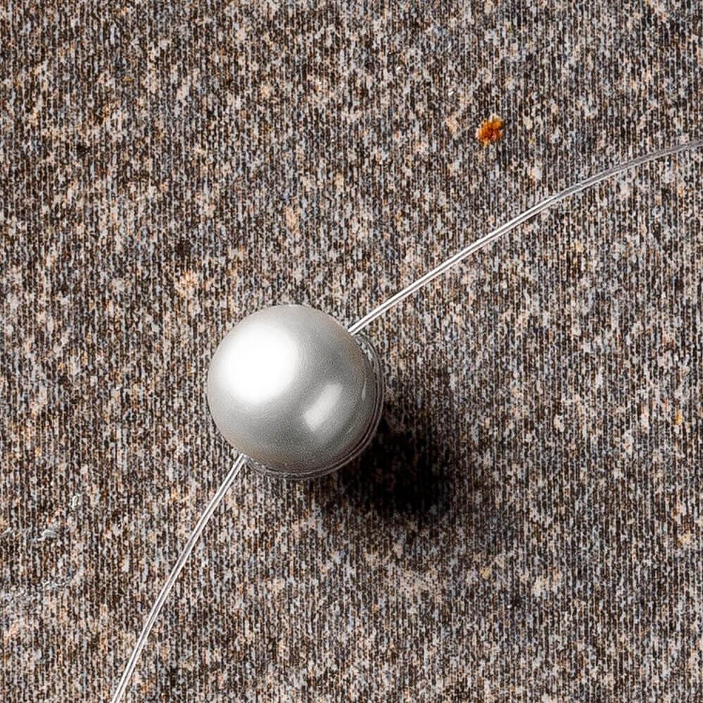 Lustrous grey pearl