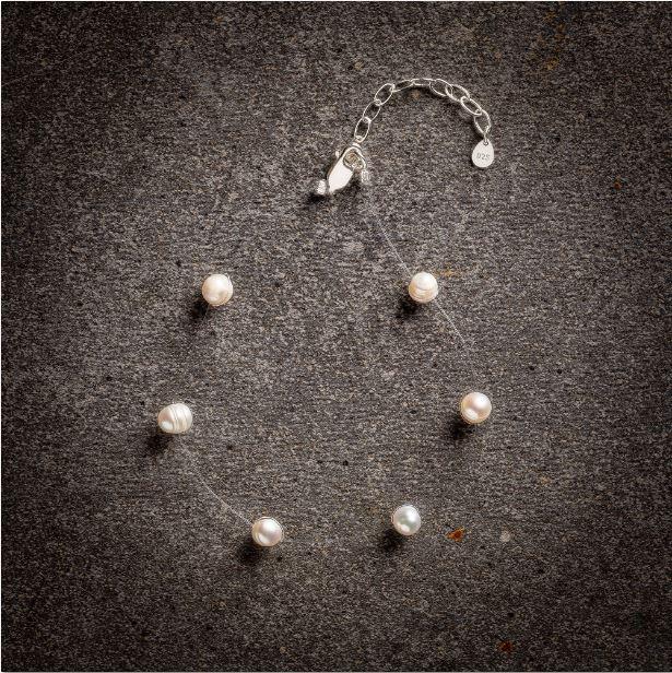 Floating pearl white bracelet