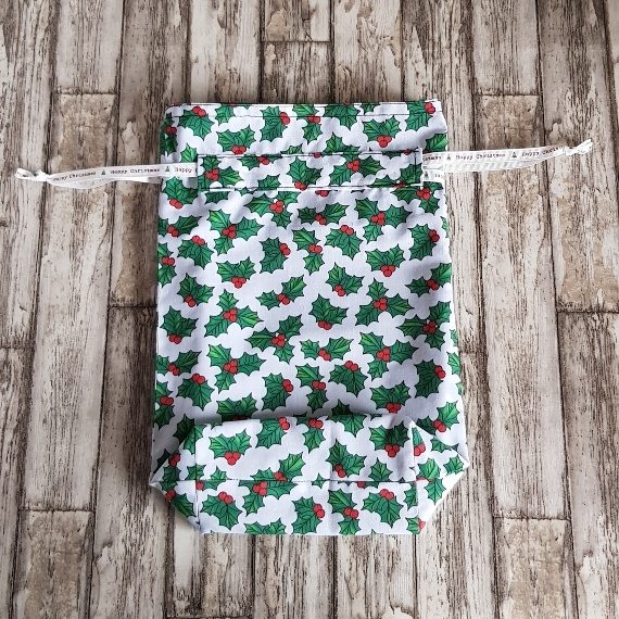 Eco-Friendly Fully Lined Reusable Christmas Gift Bag Storage Bag   Holly Print Kind Shop 5