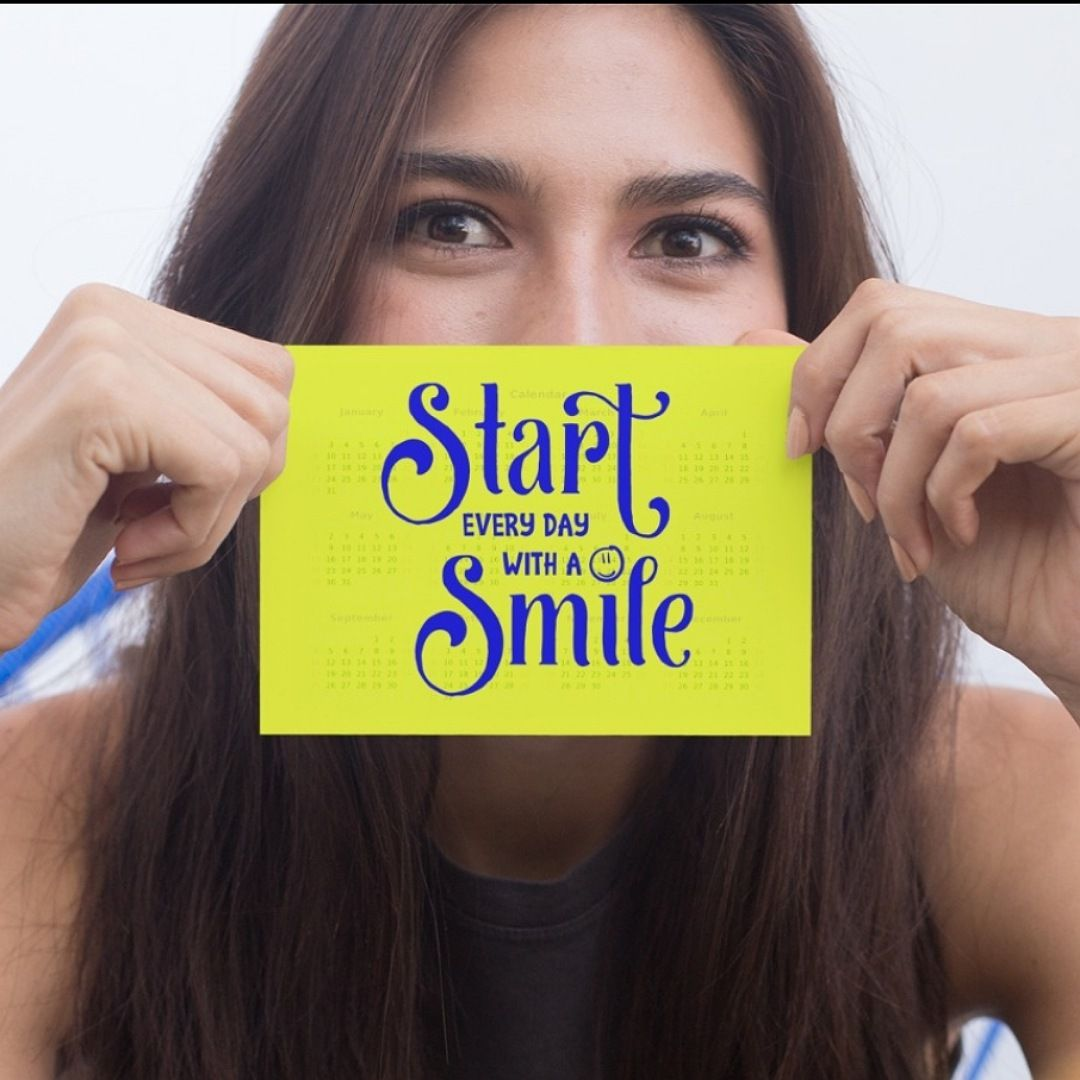 Positive postcard 'Start every day with a smile'. Supportive uplifting quote art postcard Kind Shop